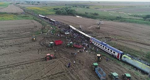 Tekirdağ Çorlu'da devrilen tren kazası fotoğrafları