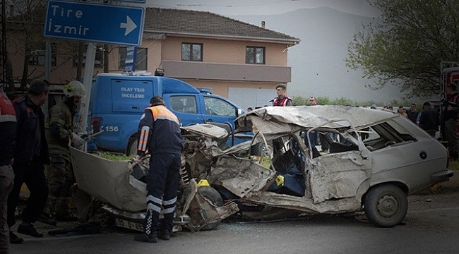 İZMİR'DE TRAFİK KAZASI