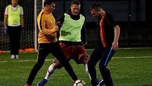 AK Partili milletvekillerinden siyasete futbol arası