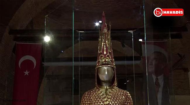 'Altın Elbiseli Adam' Ankara'da