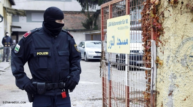 Avusturyada Sucsuz Müslümanları Gözaltına Alıyorlar