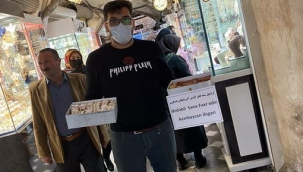 İrandaki Güney Azerbaycanda Şuşa İçin Tatlı İkram Edildi